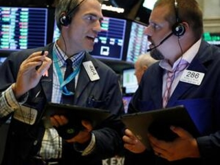 Stocks edge lower as traders weigh Fed chief remarks