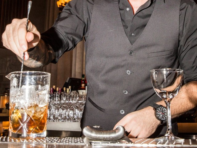 9 mistakes you're making when ordering drinks, according to bartenders and beverage experts