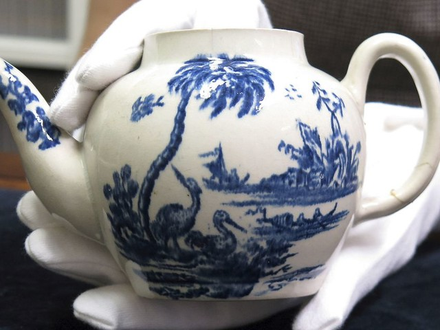 Bargain hunter buys broken teapot for £15 - then sells it for half a million at auction
