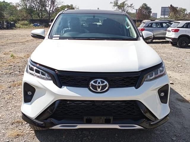 Toyota Fortuner facelift, Legender gather 5,000 bookings