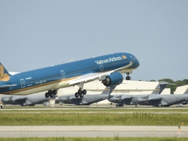Vietnam Airlines welcomes first Boeing 787-10 to fleet