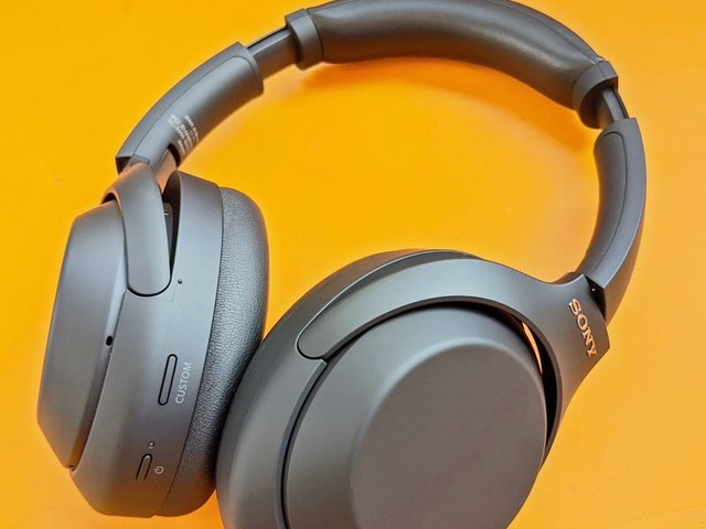 The best Cyber Monday headphone deals still live right now from brands like Apple, Sony, and Bose