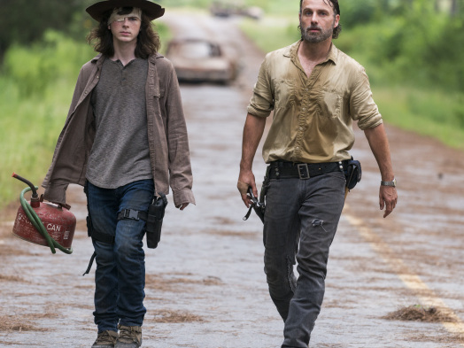'Walking Dead' Recap: Tide of War Turns in Midseason Finale (SPOILERS)