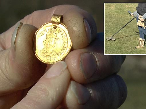 Anglo-Saxon pendant dating back 1,500 years is discovered by an amateur metal detectorist