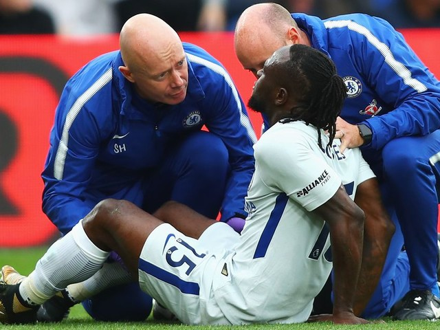Chelsea fear Victor Moses hamstring injury worse than Morata's or Kanté's