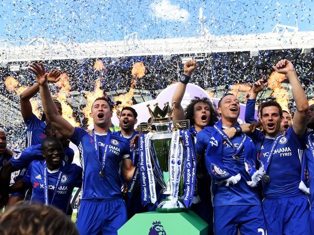 Chelsea thump Sunderland to close out Premier League season