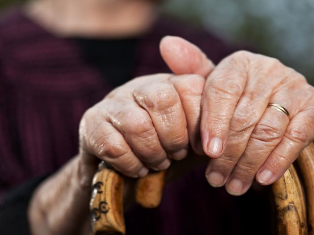 High cholesterol in middle-age increases dementia risk when older, major study finds