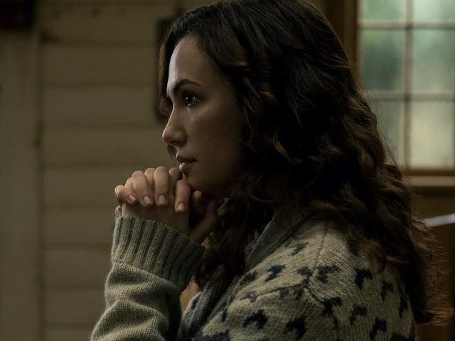 'Midnight Mass' Star Kate Siegel on 'Bait-and-Switch' That Leads to Erin's 'Terrifying' Finale Battle