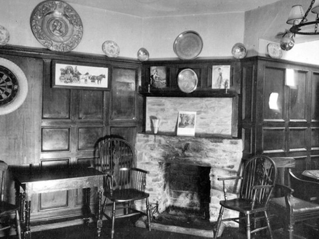 H.E. Bates Evokes a Country Pub, 1934