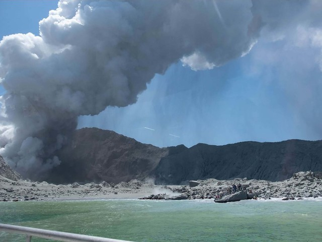 New Zealand volcano: Five people dead after White Island eruption, police say