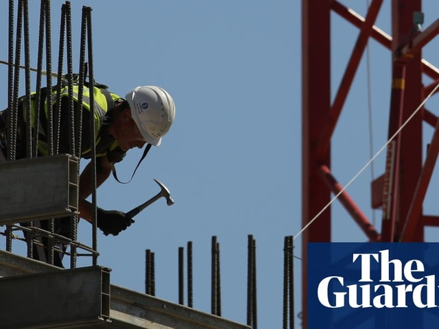 Labour targets renters with pledge of 100,000 council houses a year