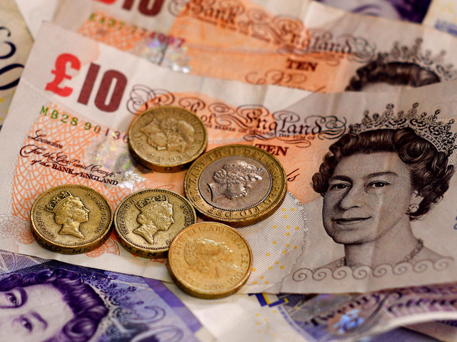 UK wage growth stalls as prices surge