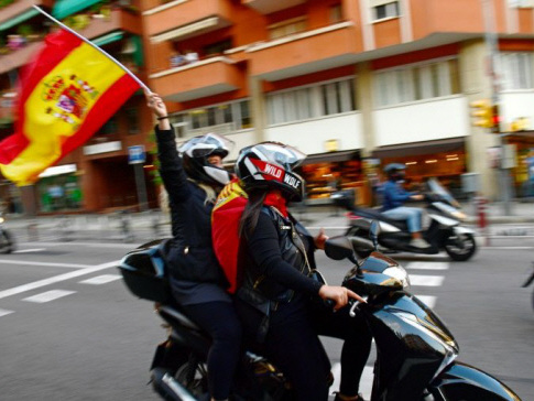 Pro-unity march in heart of 'independent' Catalonia