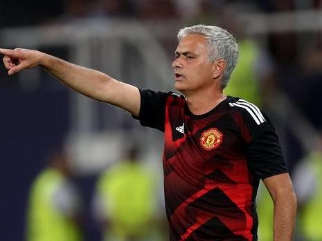 Manchester's Premier League teams spend big to dethrone Chelsea