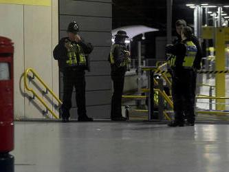 UK 'terrorist' stabbing suspect held under mental health law