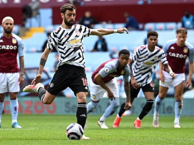Pundit says Douglas Luiz 'naive' conceding Man United penalty