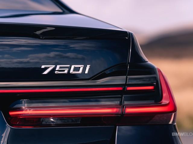 Video: BMW 750i versus Porsche Panamera Turbo drag race