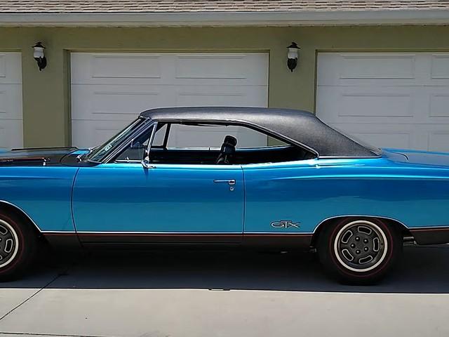 Rare 1969 Plymouth GTX Hemi Looks Stunning in B5 Blue, Flaunts Matching Interior