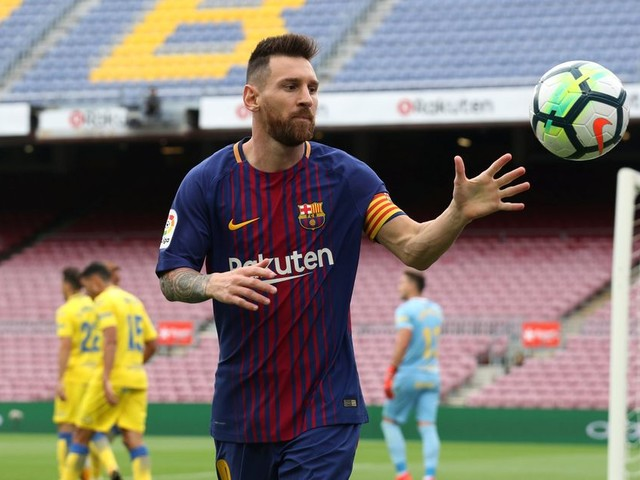 Lionel Messi 'mulling over fresh start at Manchester City' as Argentine ace's Barcelona contract standoff continues