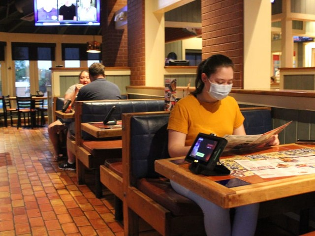 I ate at Olive Garden, Applebee's, and Chili's to see how going to casual dining restaurants has changed during the pandemic