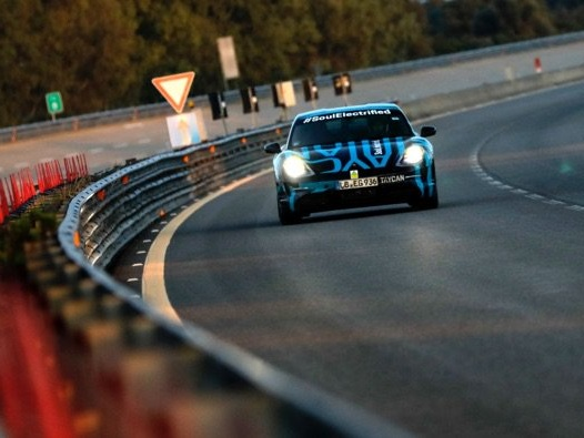 Porsche Taycan Endurance tested in Nardò (Video)