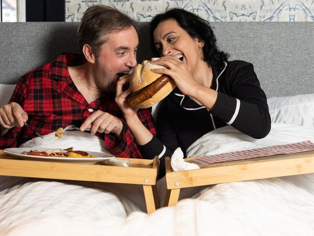 Hungry Horse's 'Breakfast Inn Bed' pub sees punters swap tables for double beds
