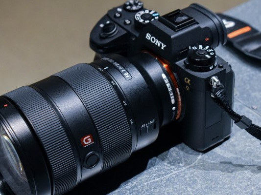 The Sony A9 inches the mirrorless camera market forward