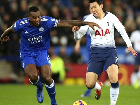 Captain Wes Morgan signs one-year contract extension with Leicester