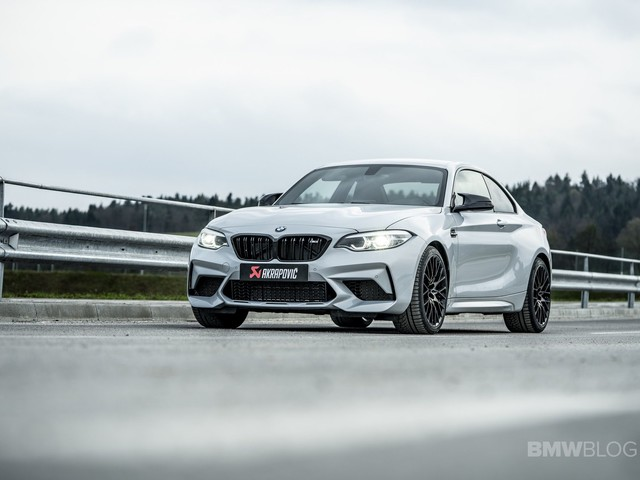 Video: BMW M2 Competition vs M4 Competition on a Wet Track