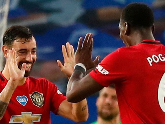 Bruno Fernandes refuses to dwell on Paul Pogba partnership after Brighton win