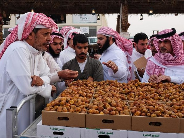 Hot Dates in the Saudi Desert