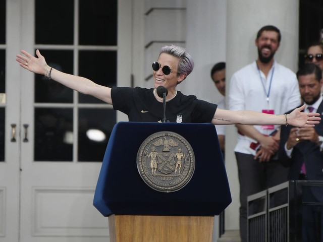 Megan Rapinoe delivers yet again for USWNT — this time with rousing parade speech