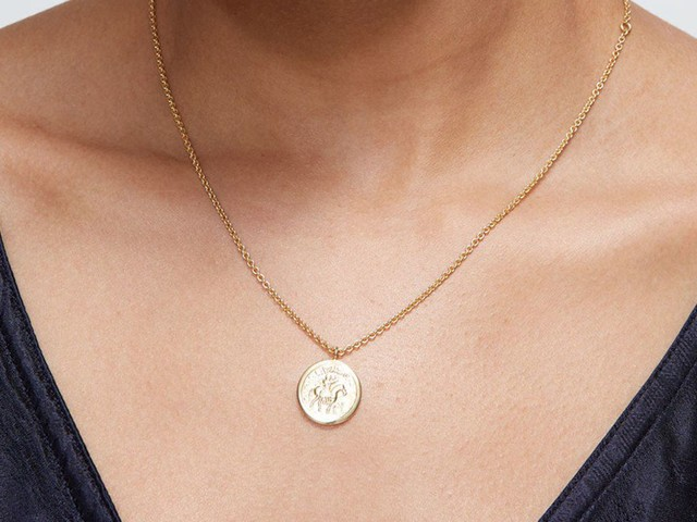 30 Delicate Necklaces To Complement Your Glowing Summer Skin