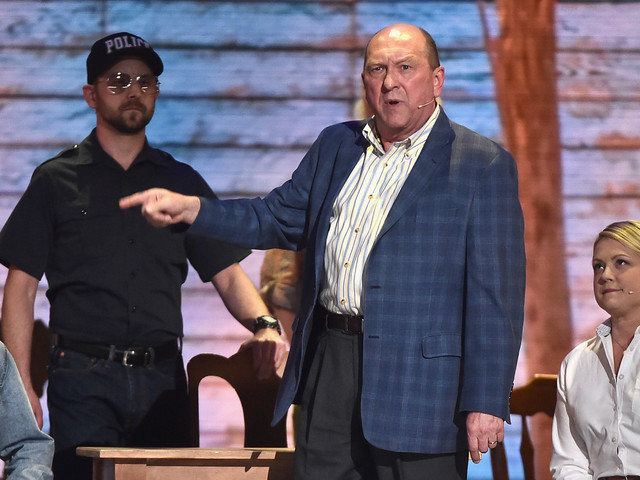 'Come From Away' Steals Hearts At Tonys, Wins Award For Best Direction