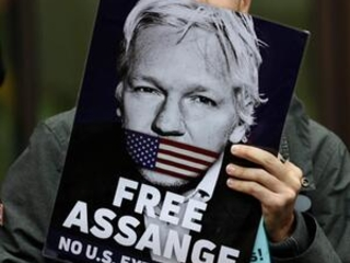WikiLeaks founder Assange in court to fight extradition