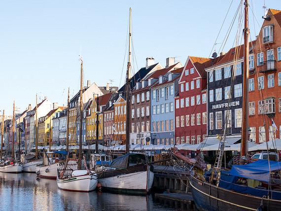Scandinavian Airlines – $552 (Regular Economy) / $497 (Basic Economy): San Francisco – Copenhagen, Denmark. Roundtrip, including all Taxes