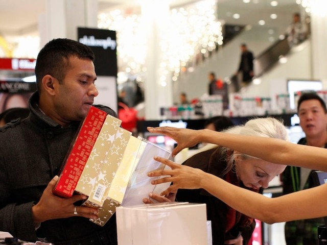 Department store stocks tumble to a 10-year low after Macy's slashes its profit forecast (M)