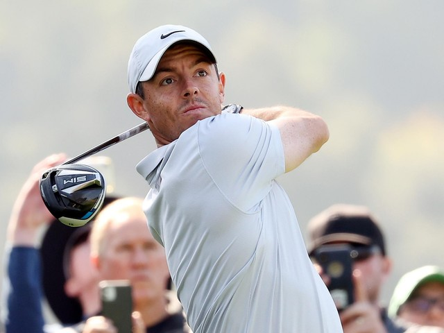 Rory McIlroy, Adam Scott, Matt Kuchar share lead at Riviera; Tiger Woods falters