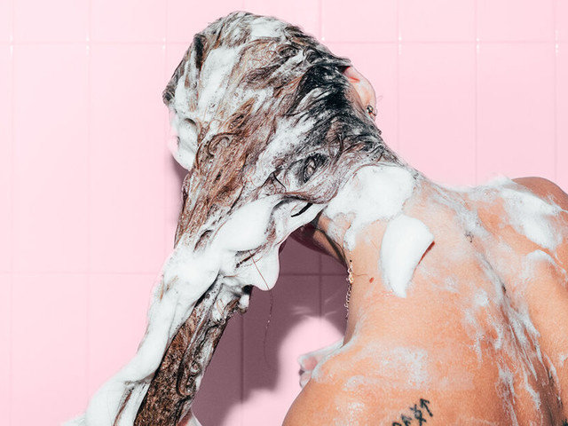 Sham-Who? How to Wash Your Hair Without Shampoo
