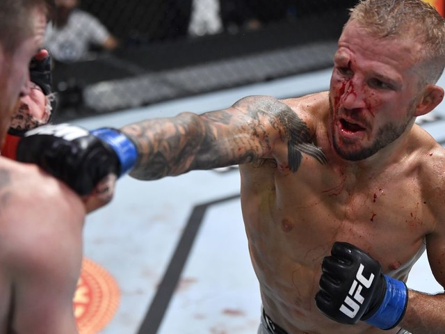 Graphic: Dillashaw shares video of knee surgery