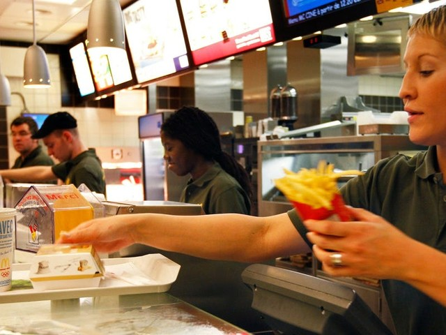 Chains like McDonald's and Taco Bell are offering cash bonuses and other perks to fill thousands of open roles. Here are some of the companies hiring right now. (MCD, YUM, CMG)