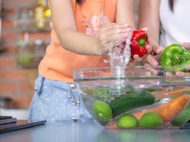 Best Ways to Wash Veggies and Fruit