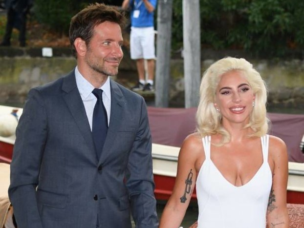 """Bradley Cooper and Lady Gaga Surprise Las Vegas Audience With """"Shallow"""" Duet"""