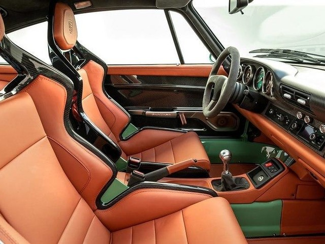 """The Interior of This Porsche 993 """"Greenwich"""" By Gunther Werks is the Epitome of Perfection"""