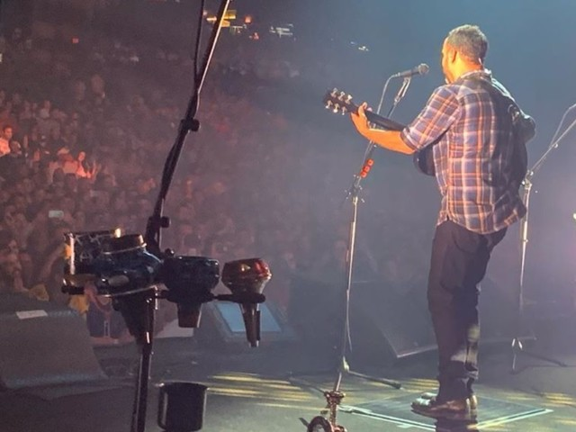 Dave Matthews Band & Amos Lee Cover 'The Maker' In Camden