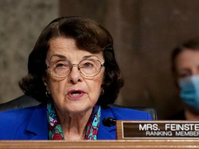 Top Senate Democrat defends Ted Cruz, Josh Hawley from demands for their resignations
