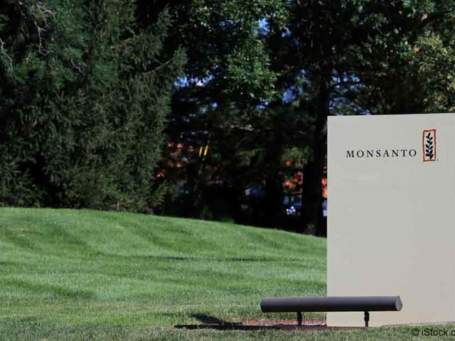 Monsanto Offers Cash to US Farmers Who Use Controversial Chemical
