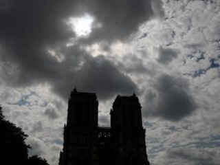 France: Groups want Notre Dame enclosed during lead cleanup