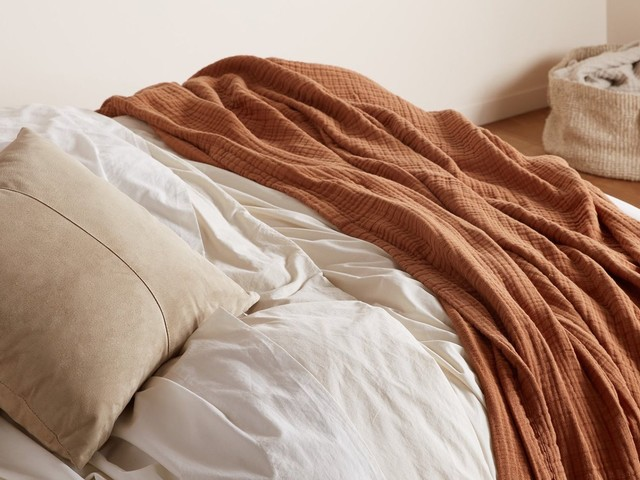 9 Easy-Breezy Large Muslin Blankets To Snuggle Up In This Summer