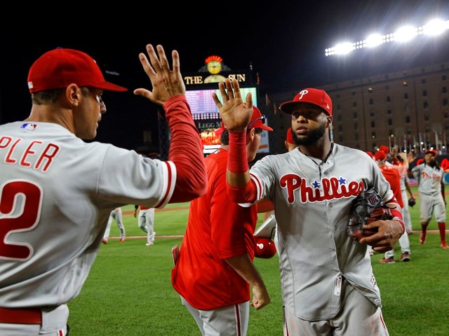 Carlos Santana smashed a TV after catching Phillies teammates playing Fortnite during game
